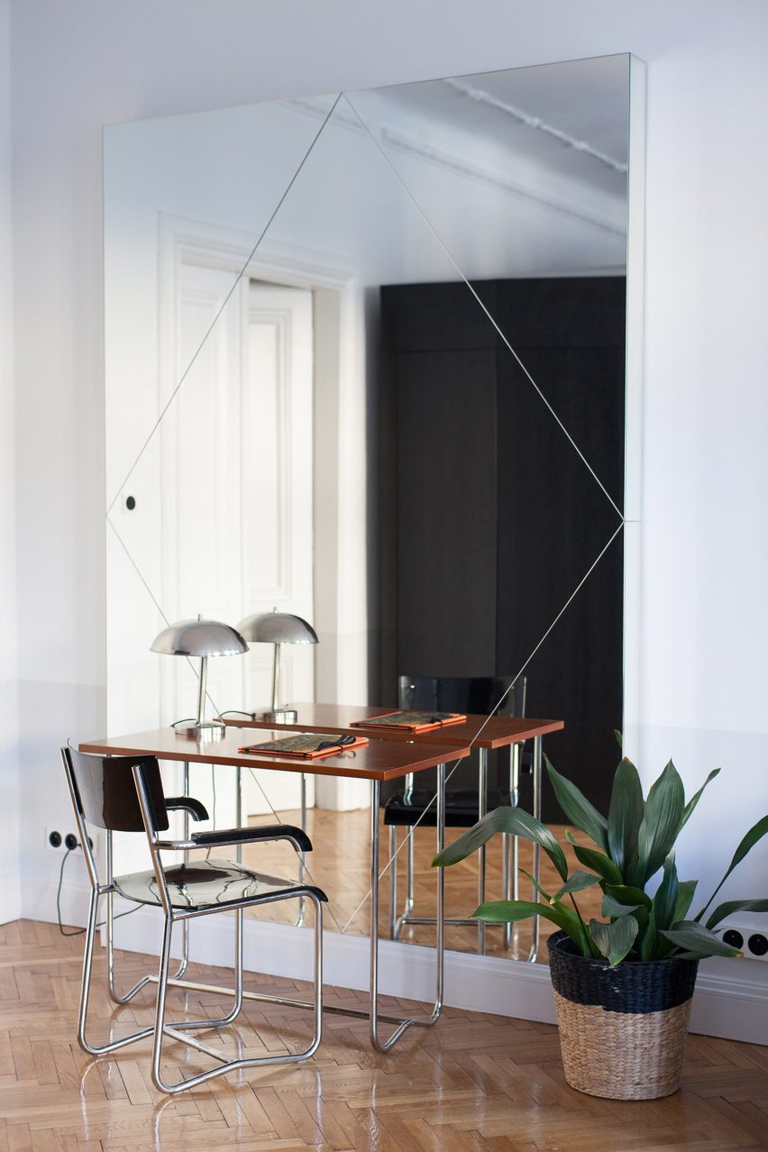 Workspace by mirror in Autor Rooms