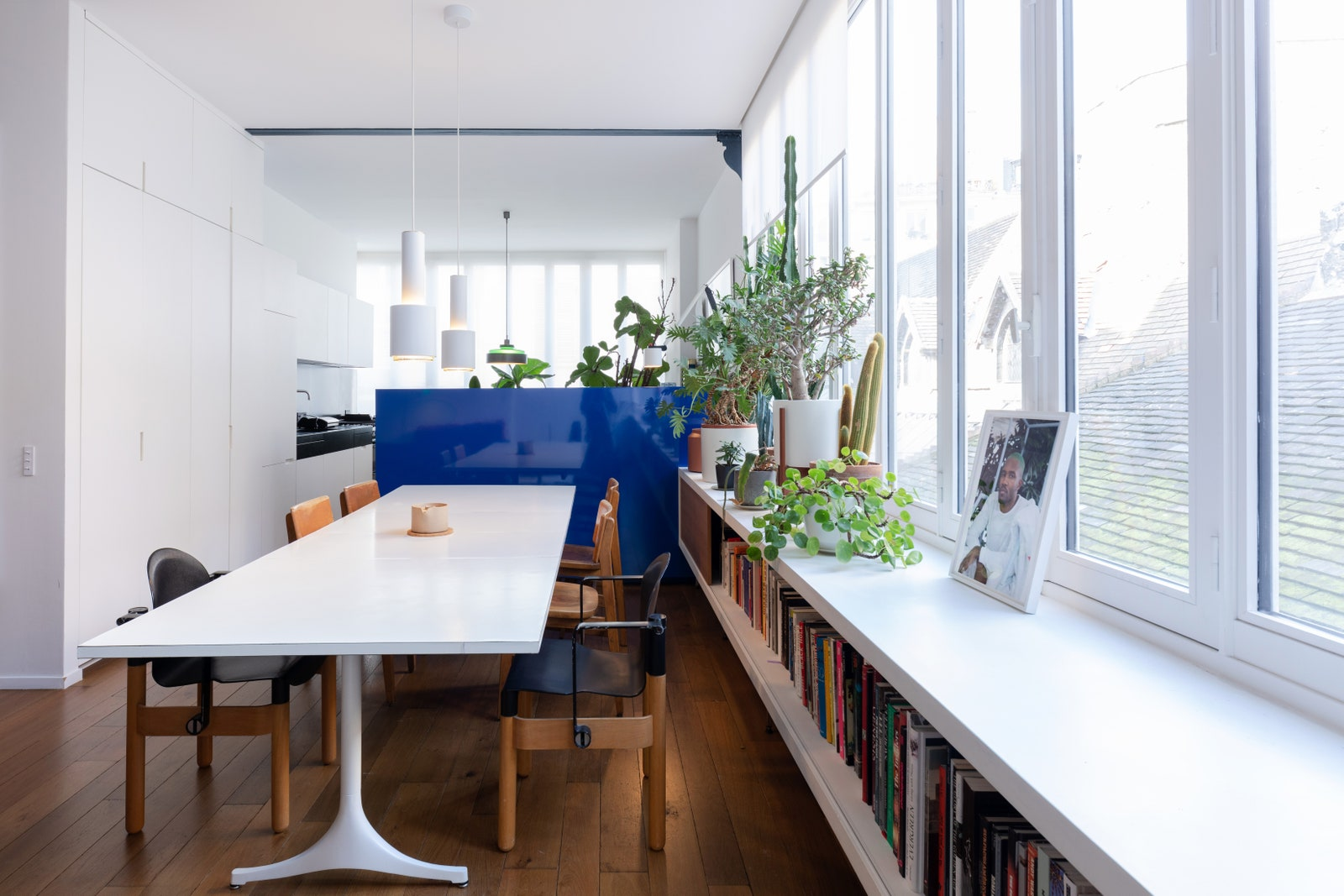 Yoann fell in love with theAlvar Aalto pendants above his dining table while shooting a music video in the Maison Louis...