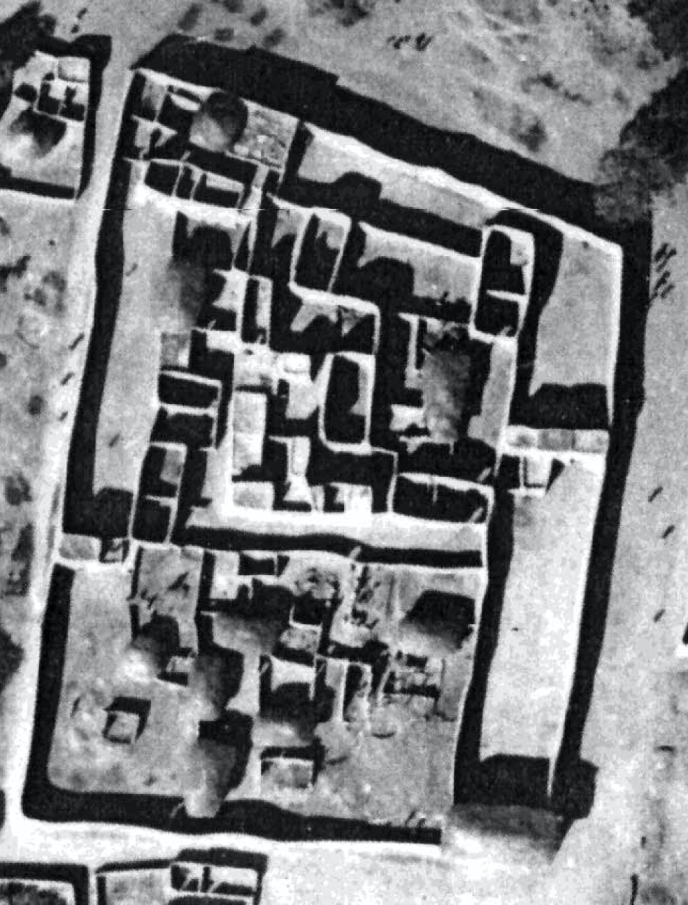 A bird's-eye view of the remnants of an African palace.